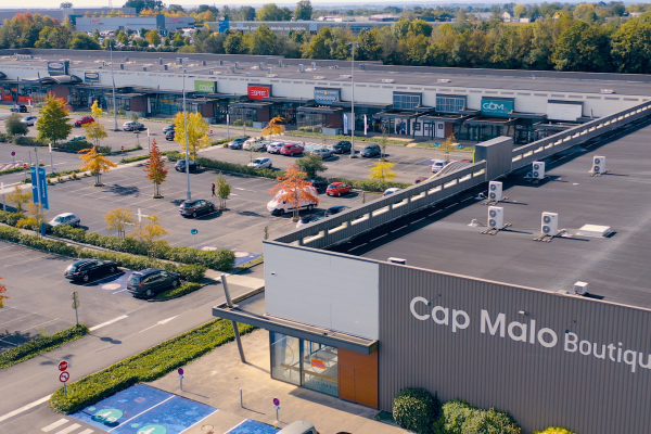 Complexe commercial OUVERT